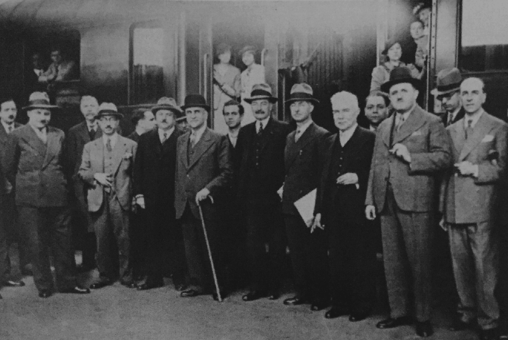 07_Riad-with-syrian-delegation-in-Paris-1936