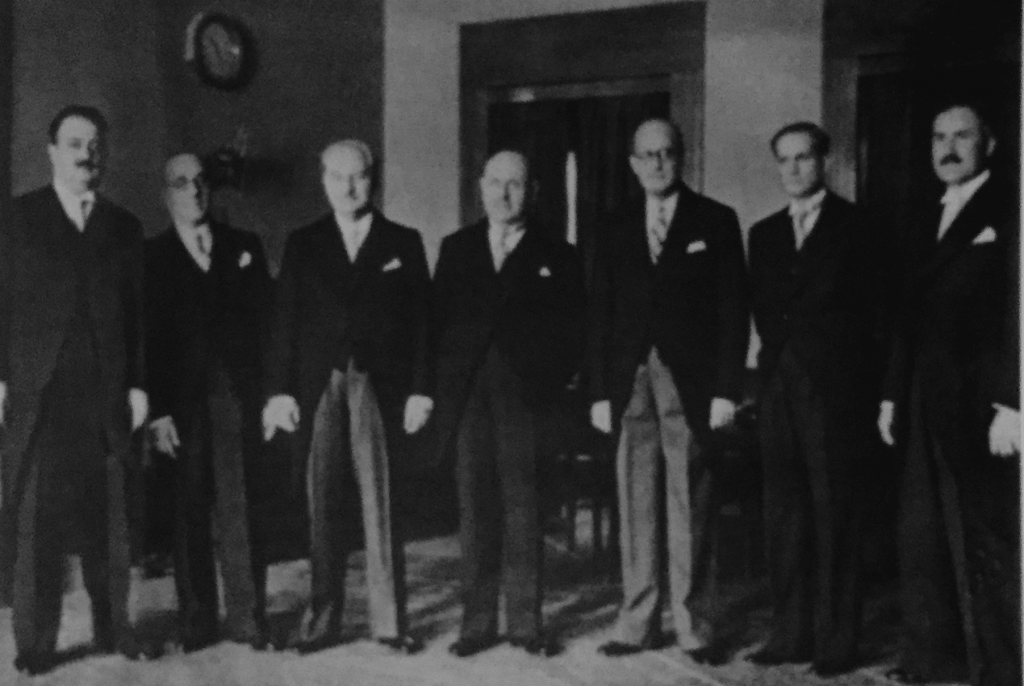 08_Riad's-first-cabinet-in-1943-as-Prime-Minister,-with-President-Bishra-el-Khoury
